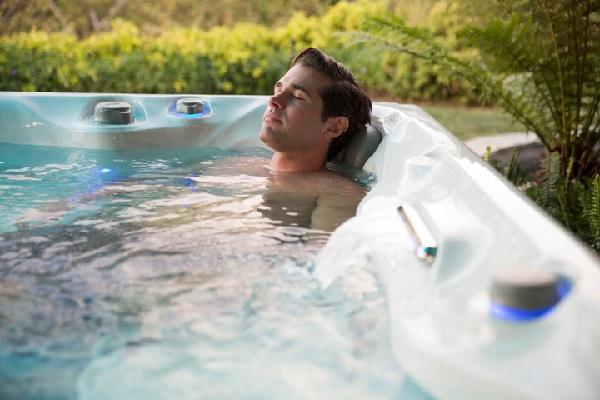 Masaj havuzu sırt ağrısı