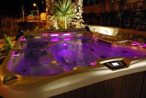 altı kişilik masaj havuzu